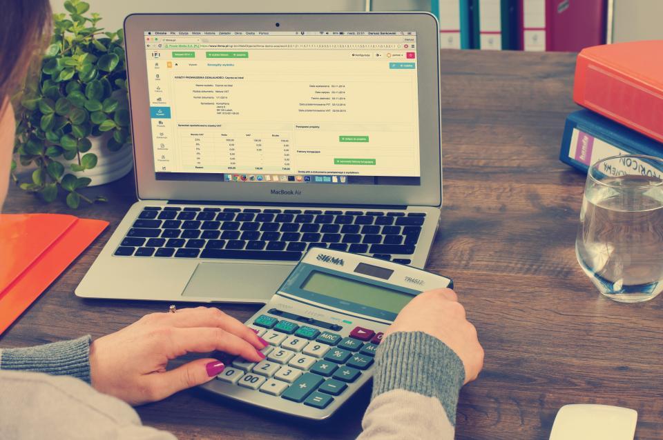 financialstrategies-moneyhabits-savingmoney.jpg